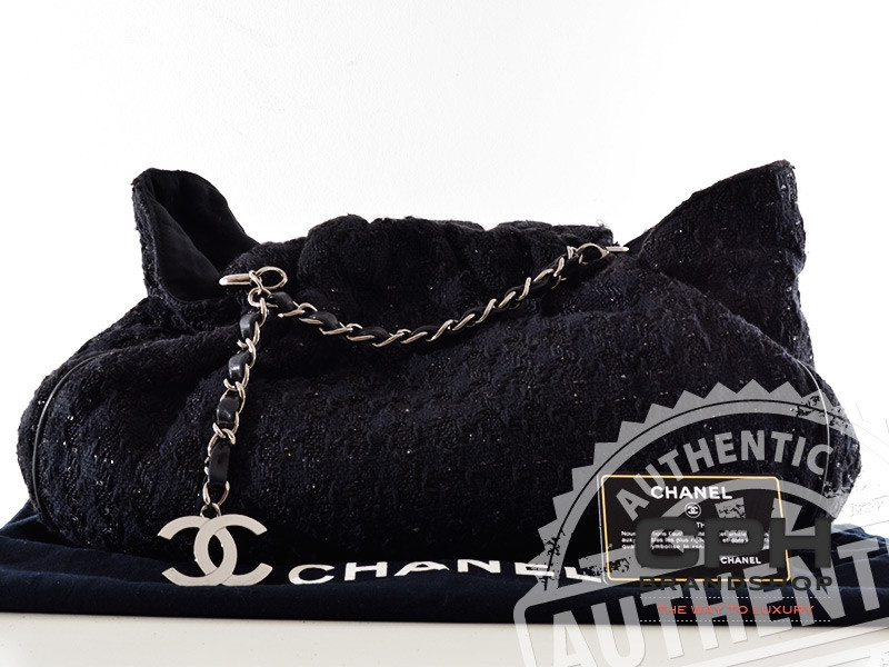f9c308834a04 Chanel Tweed Boucle Knitting Bag Tote bag in Black